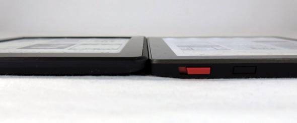 Kindle Paperwhite 2013年モデル(左)、Kobo Aura(右)