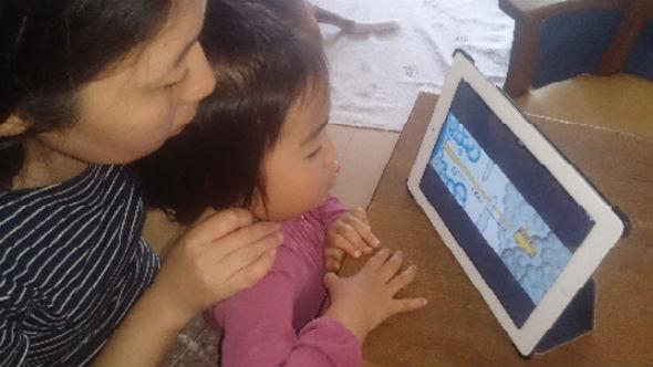 ナレーション機能による読み聞かせを経験する幼児