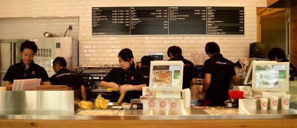 楽天カフェのスタッフたち