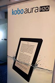 IFAのKoboブースには9月1日から欧米での予約販売がスタートしたばかりの「Kobo Aura H2O」の大きな垂れ幕が。イメージは「防水」