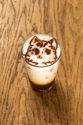 「ミーくん」が描かれたアイスカフェラテ