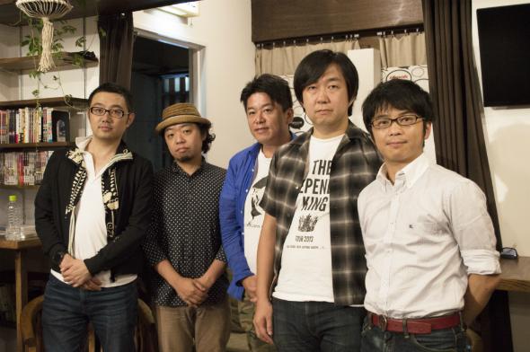 登壇者の4人と、サーチフィールド代表の小林氏(写真右)
