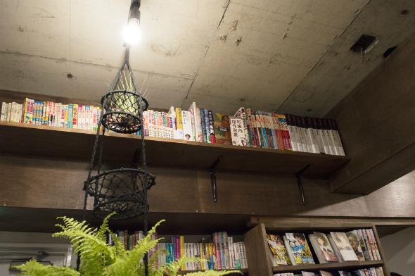 1冊10万円を超えるようなプレミアムマンガを用意。貴重なため、読みたい場合はスタッフに声を掛ける必要がある