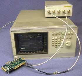 図1 HP社のオシロスコープ「54120A」とテストヘッド「54121A」
