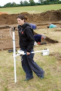 写真1 遺跡発掘における磁気計測の利用(提供:Bartington Instruments社)