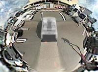 写真1a 車両の周囲を自由な視点で表示した映像の例 全周囲が1つの画面に表示される