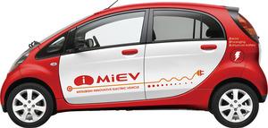 三菱自動車の電気自動車iMiEVは、市場投入時期を当初の2010年中から2009年夏に前倒すこととなった。