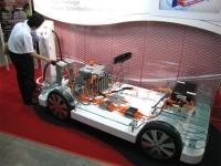 写真5矢崎総業の高電圧系技術の総合展示