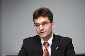 写真A AUTOSARのJürgenMössinger氏