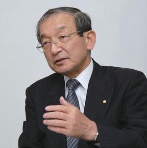 ワタナベヒロユキ 1967年、トヨタ自動車工業(現在のトヨタ自動車)に入社。以降、技術開発部門での業務に従事。1986年に、7代目「クラウン」のチーフエンジニアに就任。1996年、取締役に就任し、初代「プリウス」や燃料電池の開発を担当する。1999年に常務取締役、2001年には専務取締役を歴任。2005年6月、技監に就任(現職)。2009年6月、ITSJapan会長に就任。