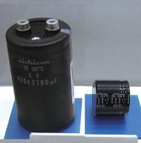 写真3車載充電器に採用されたアルミ電解コンデンサ