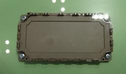 図4 富士電機の「Si-SiCハイブリッド・パワーモジュール」