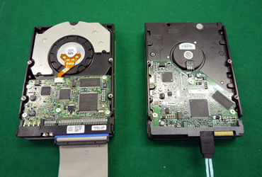 図1 Ultra ATA対応のハードディスクとSATA対応のハードディスク