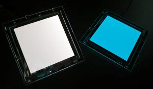 図4 有機EL照明写真