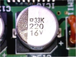 図2 電源部に実装されていた電解コンデンサ