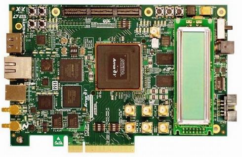 図3 5AGXB3ES FPGAデバイスを搭載したArria V GXスタータ開発ボード