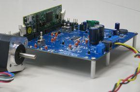 低電圧/小電流モーター向けの制御キット「DRV8312-69M-KIT」の外観