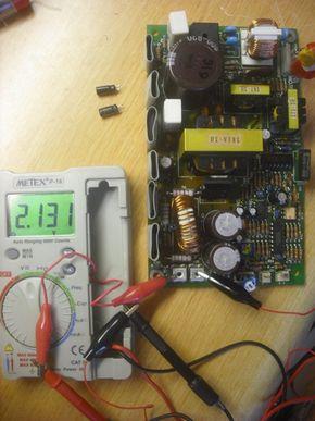 調整治具で出力電圧を調整した様子