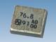 代表周波数76.8MHzのサーミスター内蔵小型水晶振動子