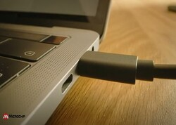 PoE to USB-C(r)データおよびパワーアダプタの紹介