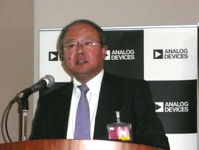 2012年度の事業について説明する馬渡修氏