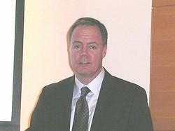 Gregg Lowe氏
