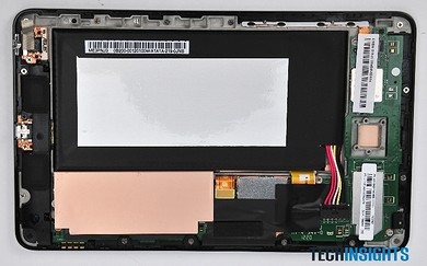 Nexus 7の前面にはプリント基板と液晶タッチスクリーンが搭載されている