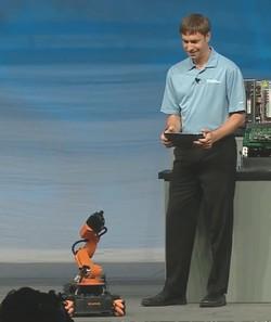 LabVIEWを使ってiPadでロボットを操作