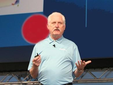 NIWeek 2012のオープニングスピーチに立つJames Truchard氏