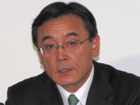 会見で再編計画を説明する富士通の山本正已氏