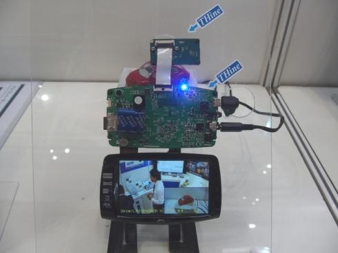 「V-by-One HS」に対応する送受信IC「THCV219/220」のデモ