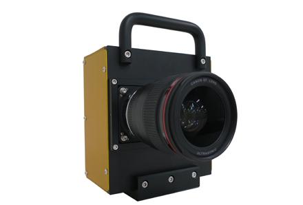 新開発のCMOSセンサーを搭載した試作カメラ(EF35mm F1.4L USM装着時)