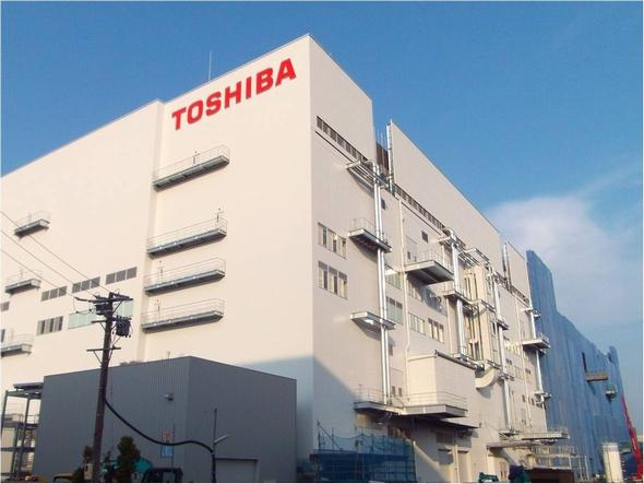 一部建屋が完成した東芝四日市工場 新・第2製造棟