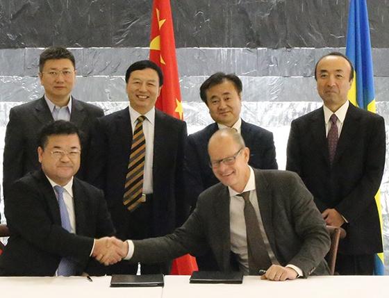 2015年10月21日に中国北京で行った調印式の様子
