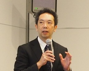セミナーで講演する日本IBMの折井靖光氏
