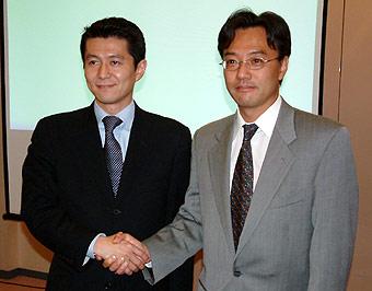 サイボウズの高須賀宣社長と日本ベリサインの川島昭彦社長