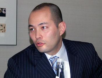 尾辻マーカス代表