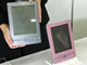 世界初のカラー対応電子ペーパー端末がデビュー、富士通フロンテック