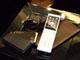 KDDIがau新端末8機種を発表、携帯電話向けガジェットも開始