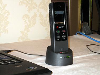 ポリコムジャパンのワイヤレス電話機。会場には13種類のUC対応デバイスが展示された