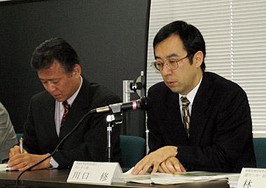 最終報告書の内容を説明する川口情報処理技術者試験センター長