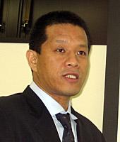 市場戦略について語る岡田代表取締役