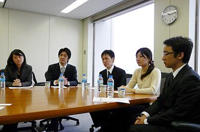 座談会に参加した日本IBMの新卒社員の皆さん