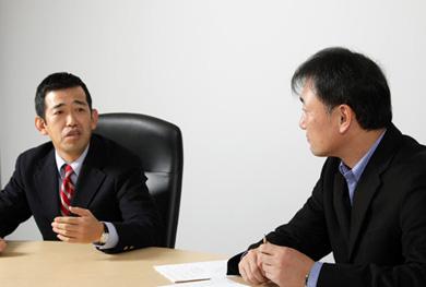 ウイングアークの岡氏(左)と浅井(右)