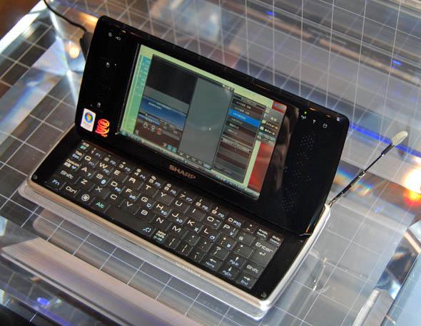 ウィルコム、モバイル端末の新しい形「D4」を発表