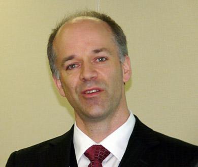 ソフトウェア事業のマッシュアップ戦略を説明するデイビット・ベイト氏