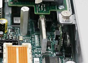基板上のUSBメモリにVMware ESXiを組み込み出荷