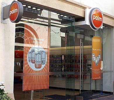 PDAメーカーだったPalmも、いまではケータイ(スマートフォンメーカー)として存在する。写真は米国の店舗
