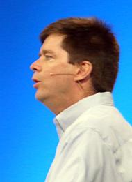 OpenSolarisの最新版について説明するシステム担当エグゼクティブバイスプレジデントのジョン・ファウラー氏