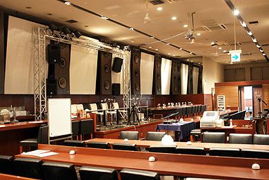 取材が行われたTOKYO CULTURE CULTUREはイベント、ライブに必要な機材を備えるスペース。飲食物のサービスも行う